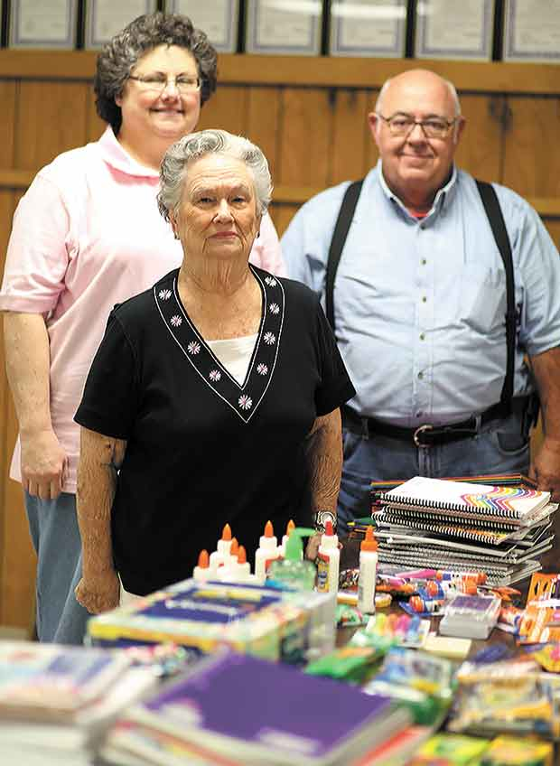 Spurger Eastern Star distributes school supplies