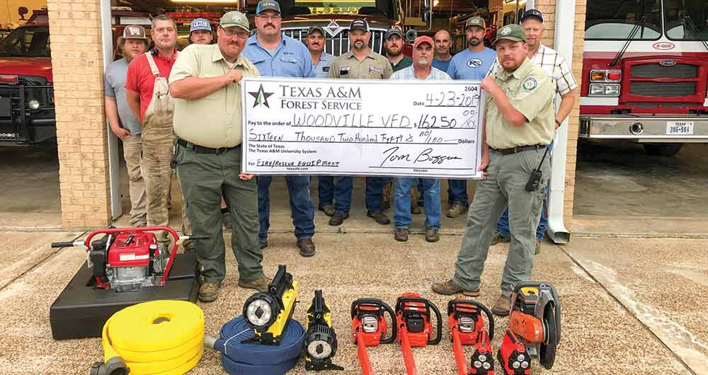 Woodville Volunteer Fire Department receives grant for new tools