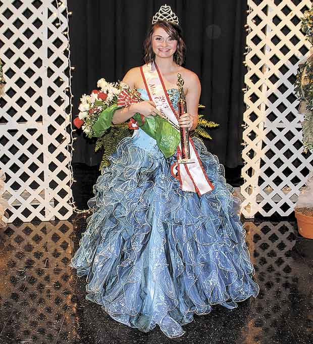 Kalyn Byerly is 2013 Miss Colmesneil Scholarship Pageant Winner