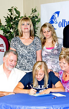 Amada Duvail signs with Colby Community College